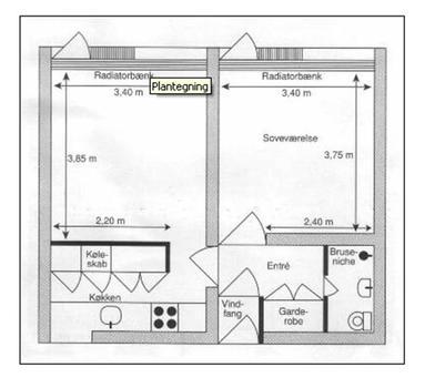 2-rums bolig med stue, soveværelse, bad, toilet, køkken, garderobe og et lille vindfang i stueplan. Fra stue og soveværelse er der udgang til fælles have. Lejemålet skal beboes af to personer.